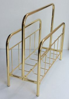 kultainen lehtiteline 80 - 90 luvulta Ranskasta . korkeus 39 cm . leveys 42 cm . syvyys 18 cm . @kooPernu
