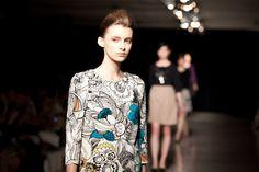 三陽商会コトゥーのジャパンクチュール【14-15AW東京】 | PHOTO(35/35) | FASHION HEADLINE Blouse, Tops, Women, Fashion, Moda, Fashion Styles, Blouses, Fashion Illustrations, Woman Shirt