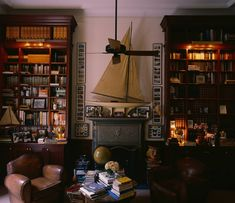 Graydon Carter's New York Dakota Apartment. Scene Therapy - The Best of Design & Decor Reclining Office Chair, Round Wood Dining Table, Mahogany Bookcase, Graydon Carter, Buy Chair, Bedroom Furniture Sets, Bedroom Sets, Modern Room, Modern Living