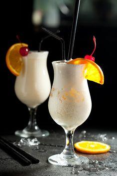 8 pysznych i prostych drinków na IMPREZĘ! Kobieceinspiracje.pl Bar Drinks, Alcoholic Drinks, Coctails Recipes, Irish Cream, Keto Diet For Beginners, Pina Colada, Party Snacks, Keto Recipes, Smoothies