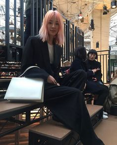 [PFW] #셀린(@celine)쇼에서 만난 #아이린(@ireneisgood)이 선택한 룩은 셀린 리조트 컬렉션의 블랙 수트와 화이트 백. #하퍼스바자패션위크리포트 #PFW  via HARPER'S BAZAAR KOREA MAGAZINE OFFICIAL INSTAGRAM - Fashion Campaigns  Haute Couture  Advertising  Editorial Photography  Magazine Cover Designs  Supermodels  Runway Models