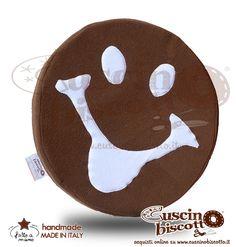 Cuscino Biscotto - a forma di Allegra Faccina - Linguaccia (Fatto a mano in Italia)