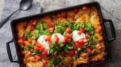 Try this easy-prep Mexican casserole with bubble-up biscuits. Add your favorite fresh toppings. Tex Mex, Burritos, Glass Baking Dish, Baking Dishes, Ground Beef Recipes, Frittata, Taco Bake, Taco Casserole, Mexican Casserole