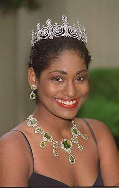 Lisa Hanna wearing the Townsend tiara during her reign as Miss World 1993 Royal Jewelry, Jewellery, Diamond Tiara, Queen Pictures, Miss World, Tiaras And Crowns, Crown Jewels, Beauty Queens, Pageant