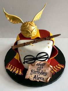 7 ideas for birthday cake, inspired by fantasy fiction .- 7 Ideen zum Geburtstagskuchen, inspiriert von Fantasy-Fiktionen (Geeky, aber lec… 7 birthday cake ideas inspired by fantasy fictions (geeky but tasty cake - Harry Potter Torte, Harry Potter Bday, Harry Potter Birthday Cake, Harry Potter Food, Harry Potter Cupcakes, Harry Potter Theme Cake, Harry Potter Hermione, Torte Au Chocolat, 7th Birthday Cakes