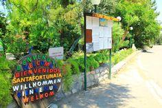 €60 O Villaggio Camping Santafortunata fica perto de Sorrento e da Costa de Amalfi e exibe caravanas e bungalows num ambiente natural tranquilo.