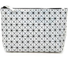 Forever21 Metallic Geo Print Makeup Bag (21 BRL) ❤ liked on Polyvore featuring beauty products, beauty accessories, bags & cases, toiletry bag, cosmetic purse, forever 21, makeup bag case and travel toiletry case