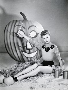 Vera-Ellen decorating a large pumpkin for Halloween Photos D'halloween Vintage, Vintage Halloween Photos, Vintage Halloween Decorations, Halloween Pictures, Vintage Holiday, Vintage Halloween Costumes, Halloween Clothes, Halloween Outfits, Photo Halloween