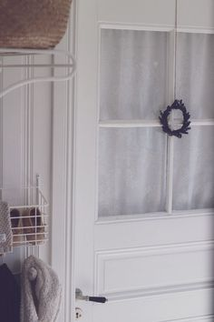 Doft av lavendel på badrumsdörren Roman Shades, Curtains, Home Decor, Lavender, Blinds, Decoration Home, Room Decor, Draping, Home Interior Design