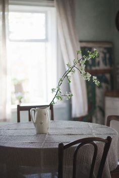 Believing that simple is best and living the life . Farmhouse Style, Farmhouse Decor, Country Style, Slow Living, Beautiful Homes, Living Spaces, Sweet Home, Indoor, Rustic