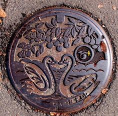"""Manhole found in Yokote City Akita Prefecture Cross (Old Cross Town)! ! City chapter of Yokote city and cross-shaped special product """"cherry"""" And the lid of manhole where two swans were designed. Japan"""