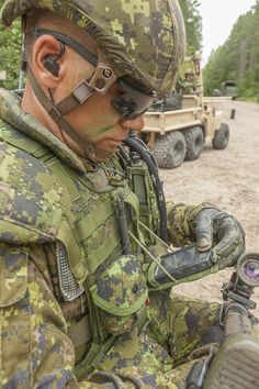 Instant impact: Integrated soldier system suite will change platoon and company tactics Canadian Army, Military Pictures, Support Our Troops, Military Police, American Pride, Special Forces, Military History, Armed Forces, Victorious