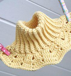 Crochet infinity scarf - neck warmer for kids (free pattern) // Horgolt körsál gyerekeknek (ingyenes magyar horgolásminta) // Mindy - craft tutorial collection // Crochet Ideas, Crochet Hats, Winter Accessories, Neck Scarves, Neck Warmer, Diy Clothes, Mittens, Craftsman, Squares