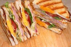 Reggelire, tízóraira, vagy uzsonnára a legjobb egy szendvicset összedobni. A lehetőségek száma végtelen. Ebből csak párat, de felvonultatunk mi is!