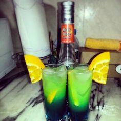 """Bols """"Blue Caração"""" com essa bebida faz-se demasiadas composições como essa daí..!!!"""