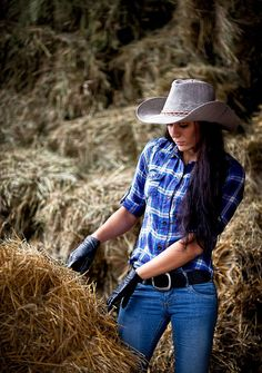 Thinkofaranch cowgirls country girls, country women и countr Hot Country Girls, Country Women, Country Blue, Country Music, Country Charm, Sexy Cowgirl, Cowgirl Style, Moda Country, Cow Girl