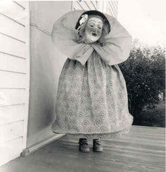 - real me - creepy halloween costumes Retro Halloween, Halloween Fotos, Vintage Halloween Photos, Creepy Halloween Costumes, Halloween Pictures, Vintage Photos, Halloween Witches, Vintage Fall, Vintage Holiday
