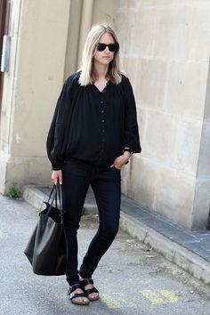 Minimal + Classic: all black maternity look with birkenstocks
