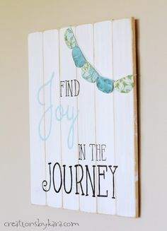 DIY Wood Slat Sign Tutorial This is super cute but would be also cute to do the MOPS theme....be you bravely with a feather.