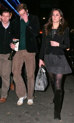 Kate Middleton Watches War Horse With Boyfriend Prince William In London, December 2009 I thought they went to the premier of war horse on duty, or was that the thereatre performance ( she does not look happy) Kate Middleton Outfits, Middleton Family, Kate Middleton Style, Princesa Kate, Prince William And Catherine, William Kate, Princesse Kate Middleton, Kate And Pippa, Evolution Of Fashion