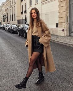 53 looks de inverno estilosos para testar esta temporada 53 stylish winter looks to try this season friend! Winter Fashion Outfits, Fall Winter Outfits, Autumn Fashion, Winter Clothes, Summer Outfits, Winter Dresses, Ootd Winter, Winter Fashion Street Style, Winter Outfits With Skirts