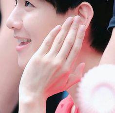 Envy sama jarimu oppa 😍😍😍 #byunbaekhyun