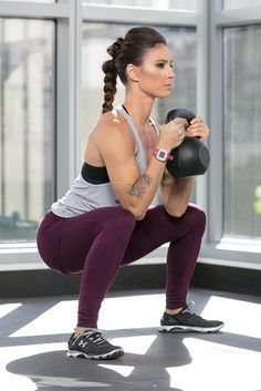 If the swing is the only thing you know, you& missing out! Fortify your iron arsenal with these four classics from the kettlebell vaults. Kettlebell Benefits, Kettlebell Challenge, Kettlebell Circuit, Kettlebell Training, Kettlebell Swings, How To Squat Properly, Benefits Of Squats, Weighted Squats, Exercises