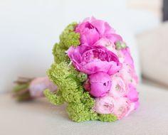 Wedding bouquet / bridal bouquet in shades of pink http://lflowersstudio.com/ Букет невесты пионы, ранункулюсы, выбурнум