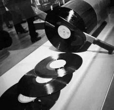Cutting a vinyl record