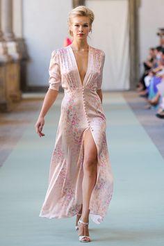 Sewing Clothes :: Crafty :: Sew :: Clothing 2 :: Luisa Beccaria at Milan Fashion Week Spring 2012 - Runway Photos dress high heels outfit Look Fashion, Runway Fashion, High Fashion, Milan Fashion, Fashion Show, Womens Fashion, Fashion Trends, Feminine Fashion, Fashion Spring