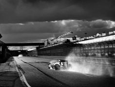 Photographer Shoots Formula 1 With 104-Year-Old Camera, And Here's The Result