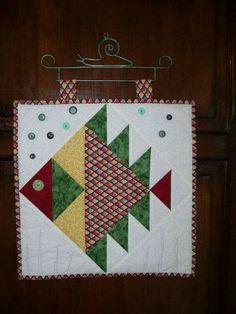 Patchwork quilt baby children 40 new Ideas Fish Quilt Pattern, Barn Quilt Patterns, Paper Piecing Patterns, Pattern Blocks, Baby Patchwork Quilt, Bird Quilt, Quilt Baby, Small Quilts, Mini Quilts