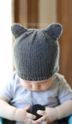 Make a last minute gift for the kids with one of these free hat knitting patterns. From cute animal hats to the more traditional beanie, there are five free patterns to choose from! Baby Knitting Patterns Baby Bear Hat - a knitting pattern by Little Red W Knitting Needle Sets, Baby Hats Knitting, Knitting For Kids, Free Knitting, Knitting Projects, Knitted Hats, Knitting Needles, Yarn Needle, Knitting Ideas