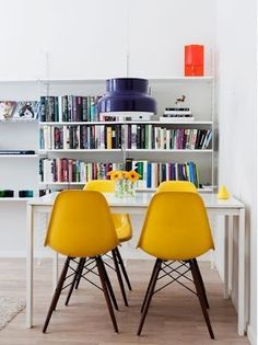 Yellow Eames, ikea table and purple pendant. Yellow Dining Chairs, Dining Room Chairs, Kitchen Chairs, Accent Chairs, Dining Table, Dining Room Inspiration, Interior Inspiration, Dinning Nook, Home Renovation