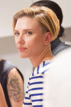 Scarlett Johansson : Carré court, sidecut, undercut ! | Passion Carré
