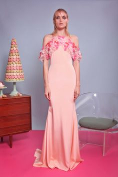 See the complete Christian Siriano Resort 2017 collection.