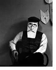two incredible artists: the Magnum photographer Inge Morath takes a picture of the illustrator saul steinberg