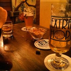 Saluti di fine anno #extrahop #beer #noccioline #friends #birra #pratello #bologna by _andrealfo