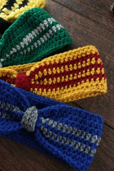 Show your house pride and keep warm this winter with a handmade Hogwarts house crochet ear warmer! Handmade Harry Potter style for the whole family. Easy Headband Free Pattern Cinched Headband Beginner Crochet Do It Your Freaking Self Crochet Geek, Crochet Crafts, Crochet Projects, Free Crochet, Knit Crochet, Beginner Crochet, Diy Crafts, Easy Crochet, Geek Crafts