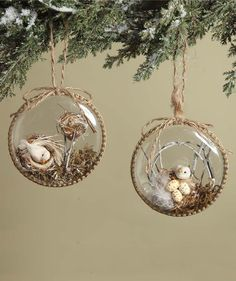 Embellish your woodland holiday decorating theme with our rustic chic Woodland Bird Nest ornaments. Natural materials in plastic disc ornaments. Christmas Swags, Woodland Christmas, Primitive Christmas, Retro Christmas, Rustic Christmas, Christmas Crafts, Bird Crafts, Easter Crafts, Handmade Ornaments