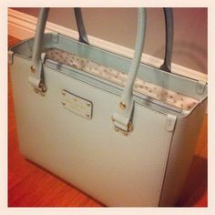 Wow! This #KateSpade #handbag is fantastic for everyday items and has a very subtle look to it.