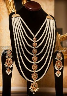 Elegant Designer jewelry from India - Looking for the best gold indian jewelry, gold jewelry indian, and vintage indian jewelry,. Click above VISIT link for more info Tikka Jewelry, Indian Jewelry Sets, Indian Jewellery Design, India Jewelry, Jewelry Design, Designer Jewelry, Indian Accessories, Hair Accessories, Rose Gold Jewelry