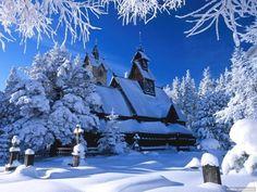 Winter Wonderland: snowy winter scenes of Christmas time. Winter Szenen, Winter Cabin, Winter Season, Winter White, Winter Christmas, Christmas Lights, Christmas Time, Winter Desktop Background, Winter Snow Pictures
