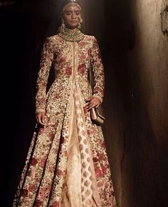 Loveeeee this outfit by Pakistani Wedding Dresses, Indian Wedding Outfits, Pakistani Bridal, Pakistani Outfits, Bridal Outfits, Indian Bridal, Indian Dresses, Indian Outfits, Bridal Dresses