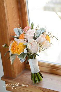Absolutely stunning bouquet of garden roses, ranunculus, dusty miller, and dahlias!  Photography: @rhodesstudios