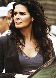 Angie Harmon... Can I please just have her hair!?!