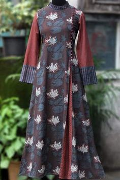 a stunning mughal-styled high collar dress in bagru print & fabric potli buttons! main fabric: handblock printed fabric from natural dyes from bagru, Batik Fashion, Abaya Fashion, Fashion Dresses, Batik Muslim, Mode Wax, Winter Dresses, Dress Winter, High Collar Dress, Pakistani Dresses Casual