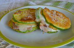 Zucchine pastellate al forno con prosciutto e formaggio