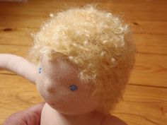 Nestled Under Rainbows: knitted waldorf doll wig tutorial Mehr Doll Wigs, Doll Hair, Knitted Doll Wig, Doll Making Tutorials, Making Dolls, Doll Tutorial, New Dolls, Waldorf Dolls, Soft Dolls