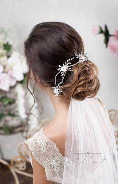 Intricate Bridal Hair Headband Enriched withSwarovskiCrystals#topgraciawedding #bridal #weddinghair #headband #swarovski#crystals